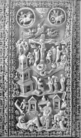 """Die Kreuzigung Christi als kosmisches Geschehen. Rechts neben dem Kreuz: Ecclesia und Roma. Um 870. Elfenbeinbuchdeckel auf dem """"Bamberger Evangeliar"""". München, Staatsbibliothek. Clm. 4452."""